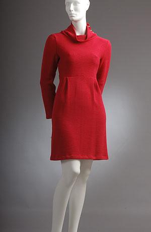 Pletené tunikové šaty nad kolena do sedla s nabíráním.