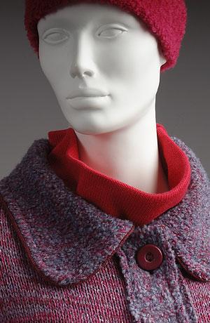 Pletený kabát v moderním empírovém stříhu do sedla s rukávy do manžety.