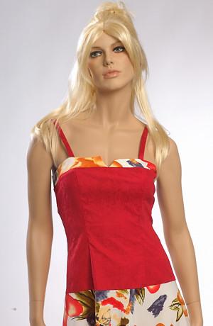 Šaty maji prodlouženou siluetu těla 15cm pod pas.