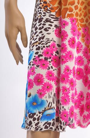Minišaty s výraznou saténovou kolovou sukní