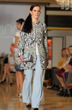 Kabátek dámský v aktuálním žakárovém materiálu