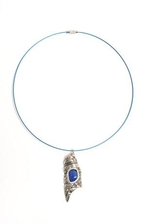 Náhrdelník na lanku modrý kámen v kovu