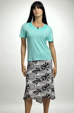 Asymetrická sukně se šůskem vzadu