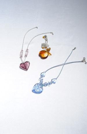 Ručně foukané perly zdobené stříbrem