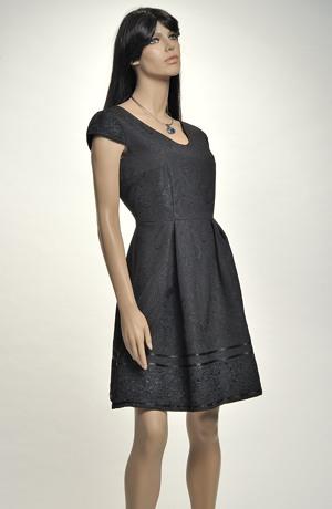 Krátké černé šaty vhodné na maturitu, promoci i do tanečních...