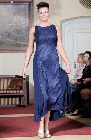 Dámské dlouhé společenské šaty vhodné i na ples.