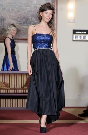 Plesové korzetové šaty na ramínka pro štíhlé dívky