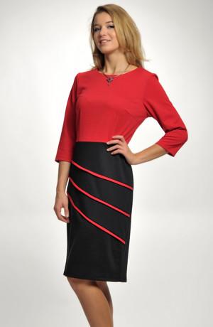Šaty s asymetrickým řešením sukně