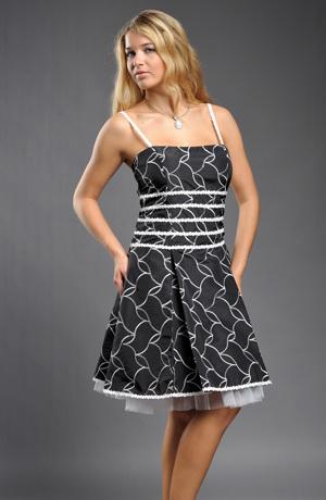 Šaty s bohatou sukní z vyšívaného taftu