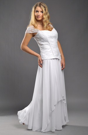 Korzetové svatební šaty s tylovou krajkou a bohatou kolovou sukní jsou vhodné i pro plnoštíhlé nevěsty, vel. XL, XXL a XXXL