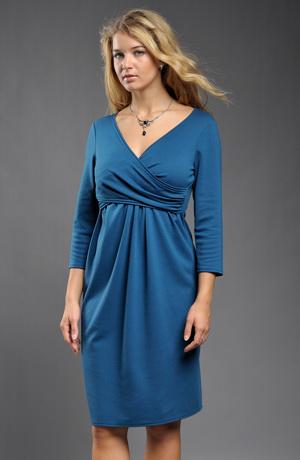 Pleteninové šaty s rukávky, nabíranou sukní a řasením v pase