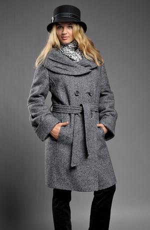 Velmi aktuální dvouřadový kabátek.