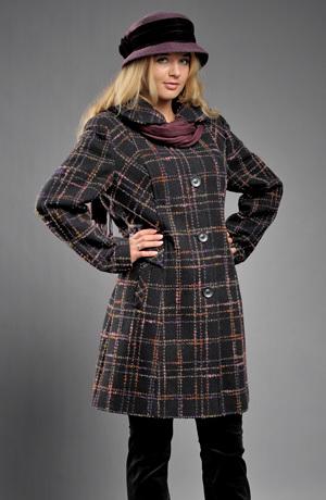 Dámský kabát v tříčtvrteční délce z italského materiálu.