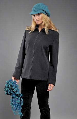 Elegantní krátký černý kabátek na zip.
