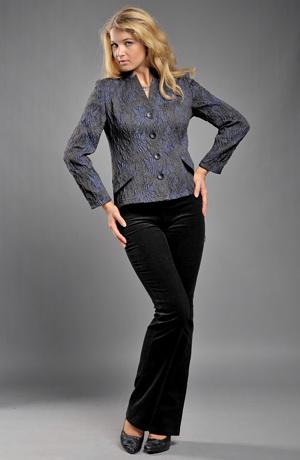 Luxusní dámské sako je z plastické žakárové tkaniny