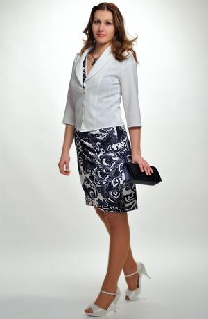 Elegantní zavinovací šaty z elastické pleteniny.
