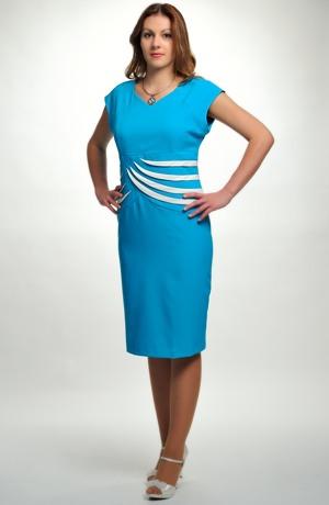 Dámské letní pouzdrové šaty se spadenými rukávky a vsadkou