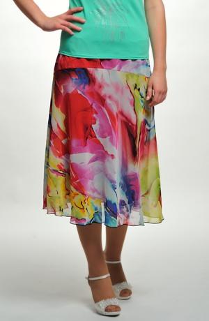 Dámské sukně ke kolenům s barevným vzorem.
