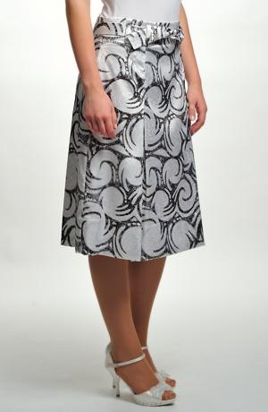 Elegantní sukně se sklady na předním a zadním dílu