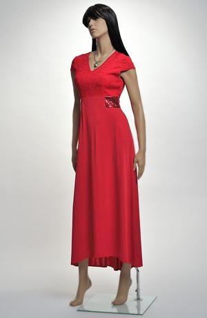 Červené společenské šaty s členěným sedlem