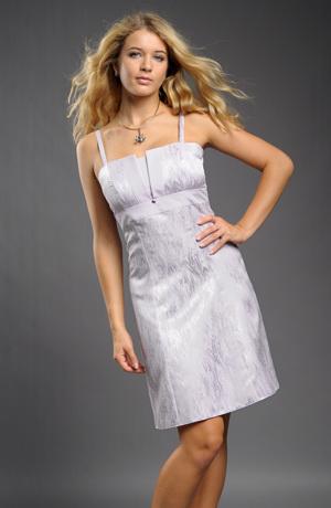 Mladistvé šaty na ramínka se zapínáním vzadu na šněrování.