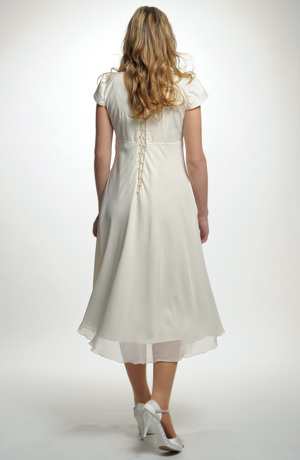 Empírové svatební šaty vhodné i pro těhotné nevěsty.