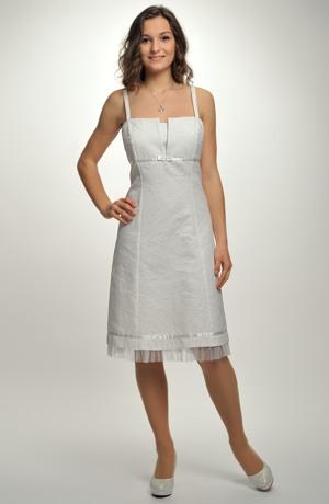 Společenské šaty na ramínka vhodné i na svatební párty.