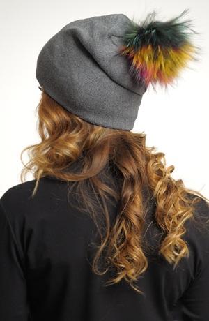 Pletená čepice s bambulkou z králíka