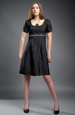 Empírové šaty do sedýlka s nabíranými rukávky.