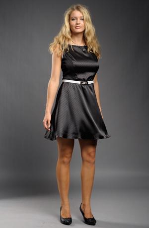Jednoduché elegantní šaty s puntíky