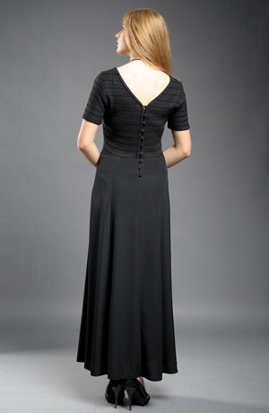 Dlouhé černé šaty se sedlem z krajkové pleteniny