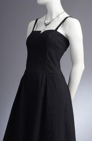 Minišaty korzetového střihu s nabíranou sukní