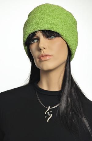 Pletená čepice v jasné zelené