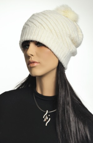 Čepice z angory s plastickým vzorem