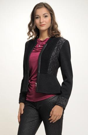 Dámský pletený kabátek s módním krátkým šůskem.