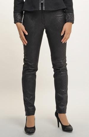 Černé úzké přiléhavé kalhoty se vzorem hadí kůže