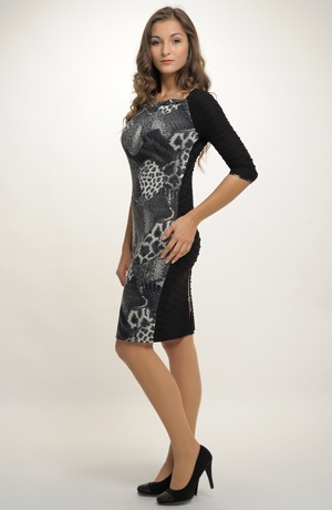 Pletené dámské elegantní šaty do práce v kombinaci materiálů