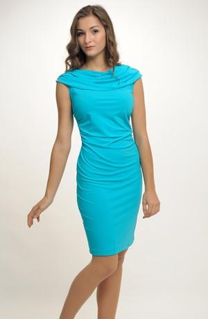 Pleteninové krátké šaty s módním nabíráním