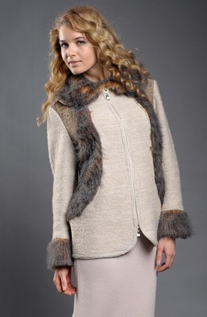 Pletený kabátek z hřejivého boucle s kožešinou