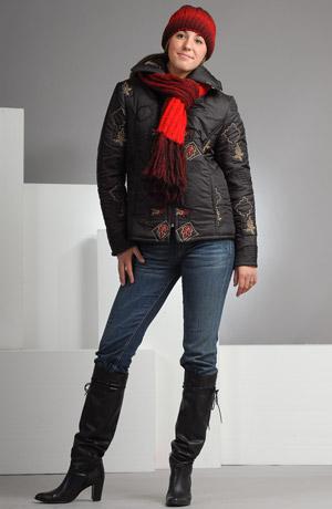 Dámská zimní bunda s barevnou plastickou výšivkou. Zapínání na zip.
