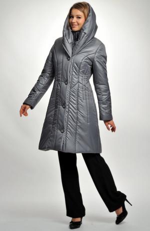 Sportovní kabát z luxusního prošívaného materiálu.