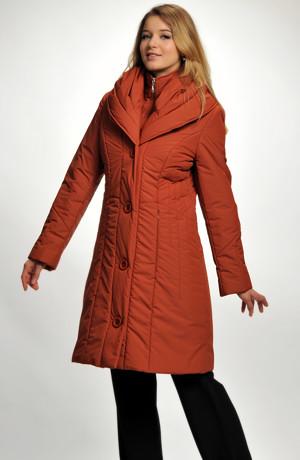 Kabát-bunda ze zajímavého prošívaného materiálu