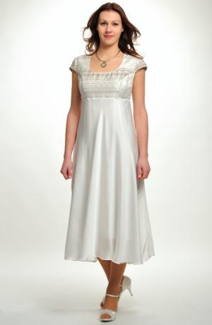 Netradiční svatební šaty v empírovém střihu