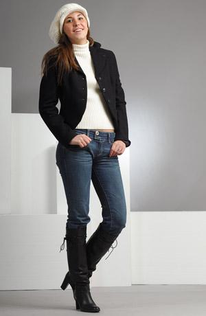 Mladistvé černé sako je vyrobeno z černého lodenu.