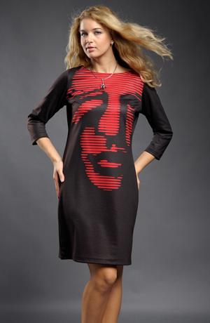 Módní dámské šaty s tiskem v obličeje
