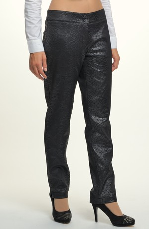 Dámské kalhoty - trubky s potiskem hadí kůže