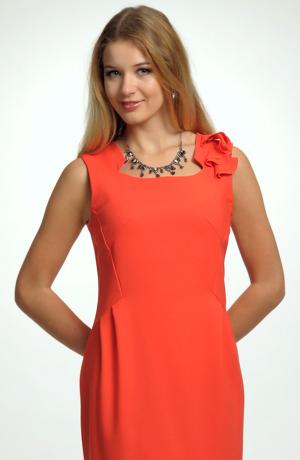 Šaty jsou vhodné na maturitu, promoci, další společenské akce.