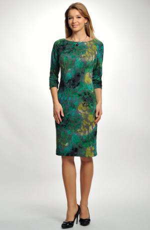 Dámské elegantní šaty s plastickým vzorem do společnosti i do práce