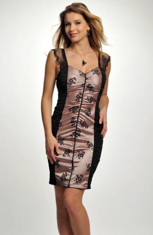 Koktejlové sexy šaty s řasením na předním dílu