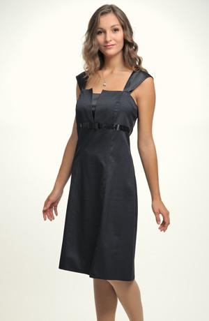 Mladistvé šaty se zapínáním vzadu na šněrování.